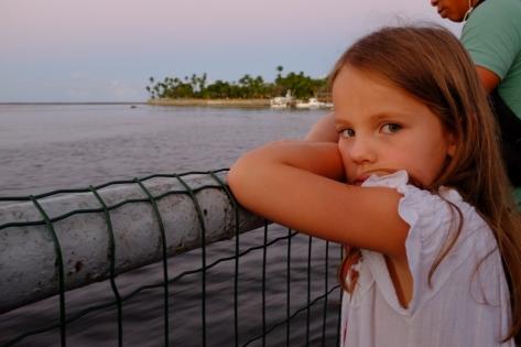 Anaïk sur le traversier pour Bahia, le jour de ses 7 ans