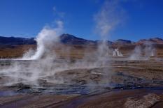 7h, heure parfaite pour observer les geysers, illuminés par le soleil levant