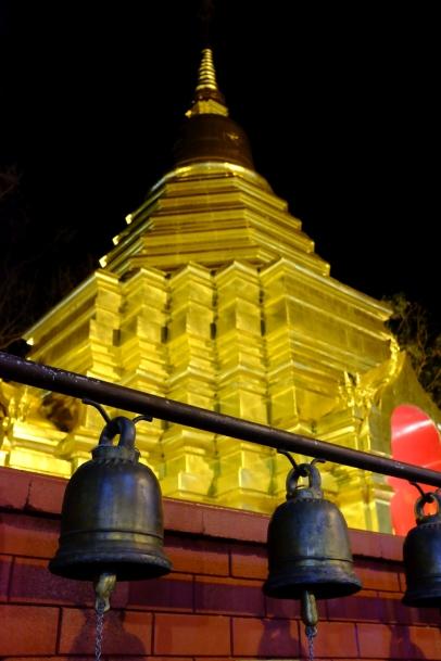 Les temples sont ouverts pendant le marché.