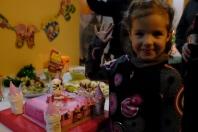 """Maëlle fête ses 5 ans au Maroc. Remarquez le gâteau """"Hello Kitty""""!"""